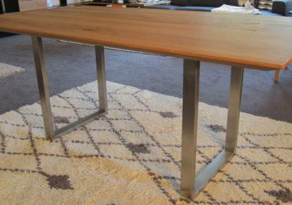Tisch von Global – Modell 3150 – in Eiche massiv