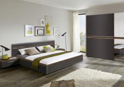 Schlafzimmer von Nolte – Modell Deseo – in Lack Graphit / Macadamia Nussbaum NB