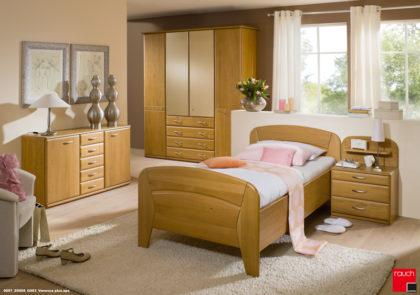 Schlafzimmer von Steffen-Modell Vanessa plus in Erle teilmassiv