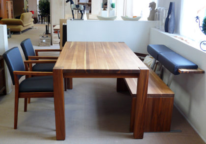 Tischgruppe Nussbaum massiv von Elro
