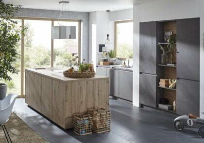 Facettenreich Global Küche 52.210/51.200 in Beton Schiefergrau und Wildeiche Nachbildung