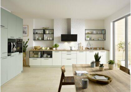 Küchenzeile Global 55.100 im trendigen Grün mit seperaten Technikschrank und vielen Details