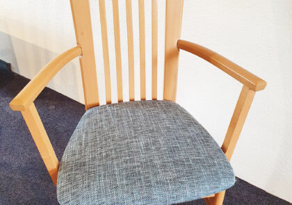 Stuhl von Niehoff – Modell Senator 1322 FK – in Stoff blau
